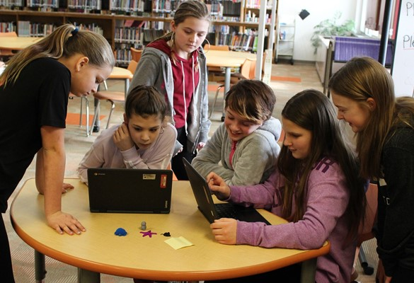 Group of girls working on their laptops in a makerspace